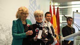 800px-El_Ayuntamiento_premia_por_unanimidad_a_las_mujeres,_con_la_Medalla_de_Oro_de_Madrid_07