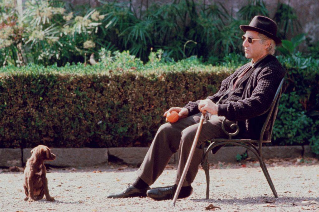 Un Michael Corleone anciano recuerda a su padre en esta escena.