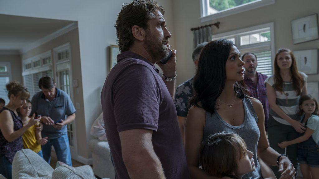 Los Garrity y sus vecinos viendo la llegada del cometa Clark. DIAMOND FILMS