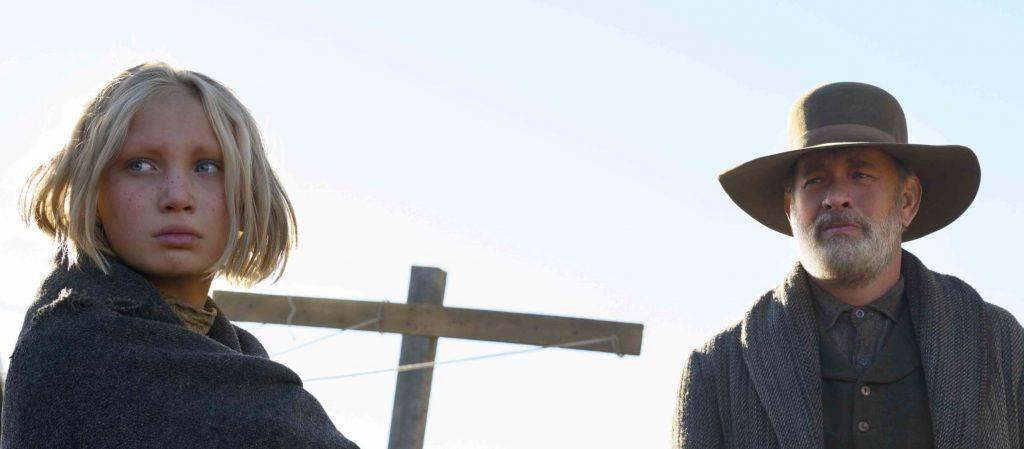 Helena Zengel y Tom Hanks en Noticias del gran mundo. NETFLIX