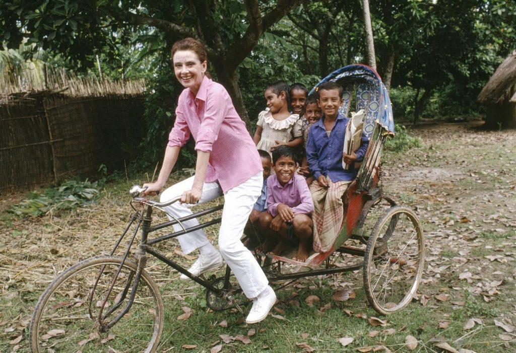Audrey Hepburn en una de sus incontables colaboraciones con UNICEF