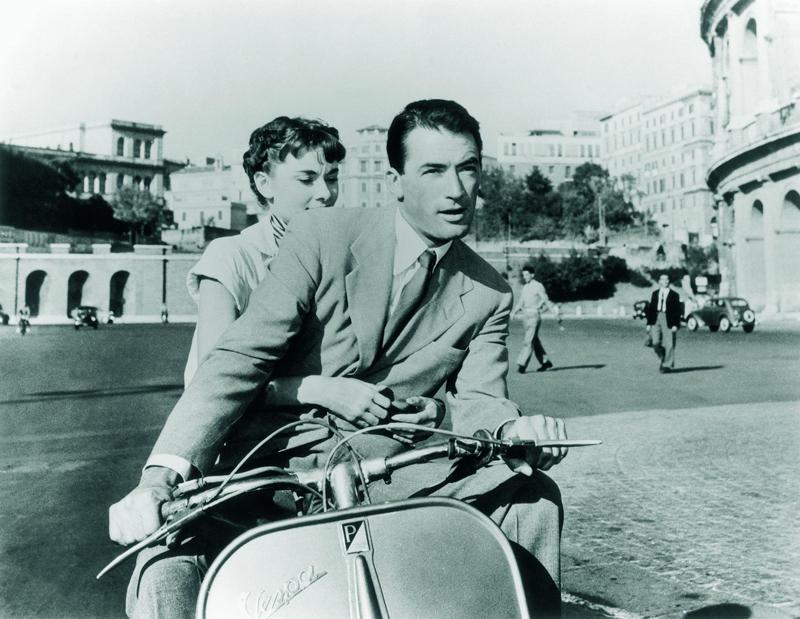 Famosa toma de Vacaciones en Roma junto a Gregory Peck. PARAMOUNT
