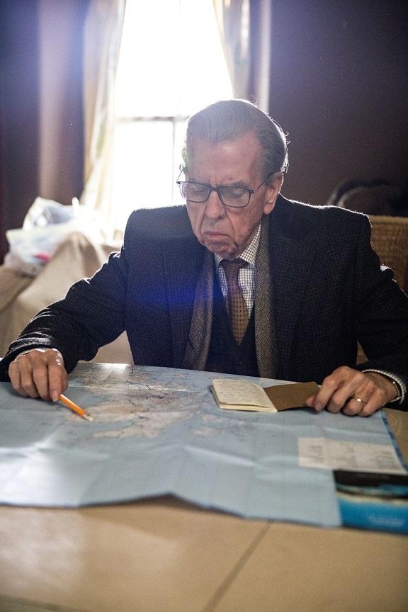 Para ser El inglés que cogió la maleta y se fue al fin del mundo, Tom ha de planificar y revisar su itinerario. DEAPLANETA