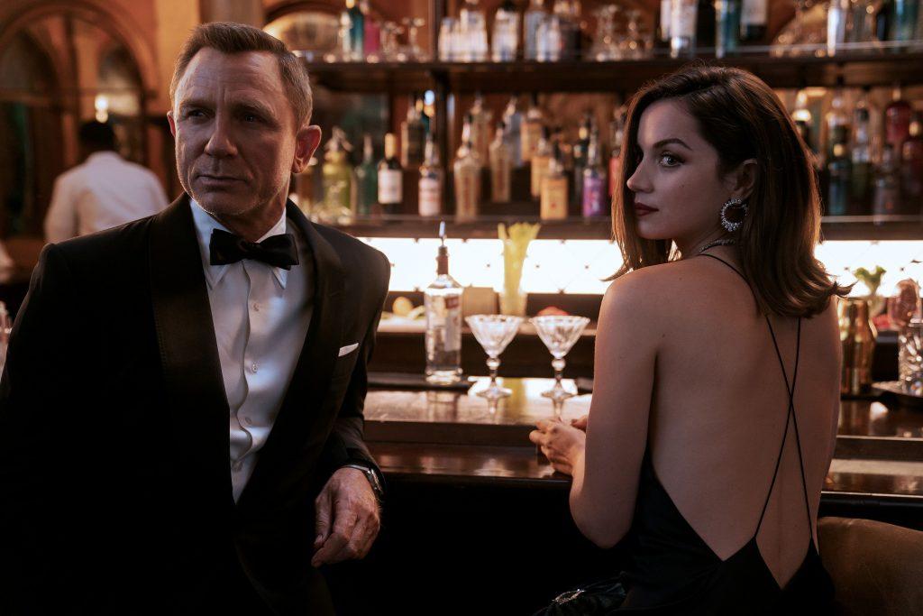 Daniel Craig y Ana de Armas en Sin tiempo para morir